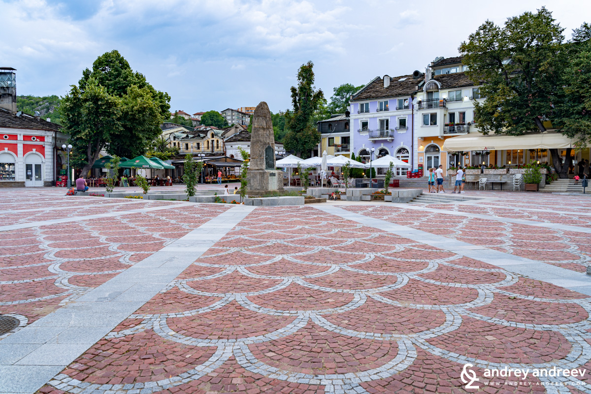 Todor Kirkov square in Lovech with Drakata restaurant to the right and a part of Hotel Varosha to the left