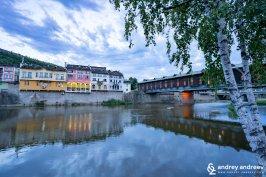 Река Осъм, покрития мост и ансамбъла с цветни къщи