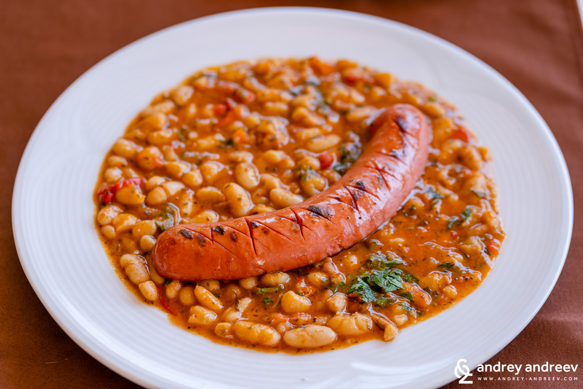 Beans with sausage, a popular dish in Bulgaria - restaurant Drakata in Lovech