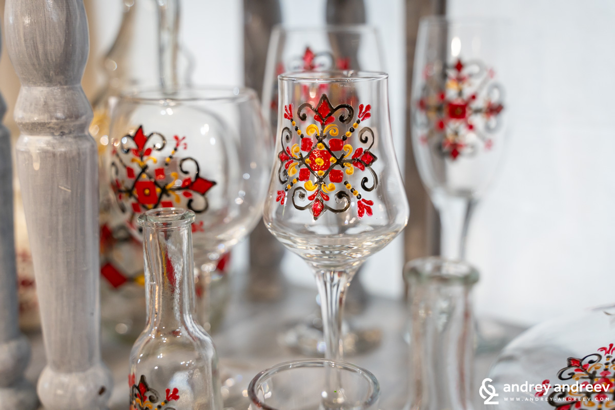 Glasses with shevitsa decorations