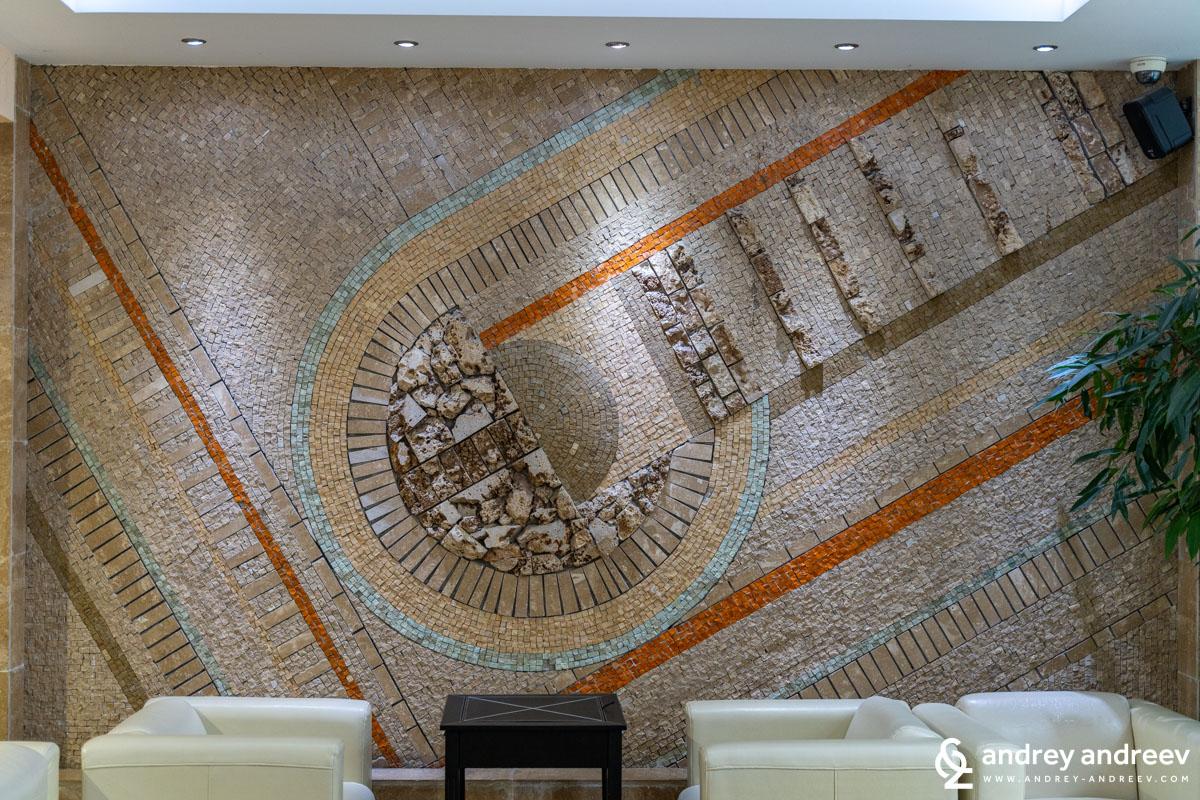 Декорацията на стената в лоби бара
