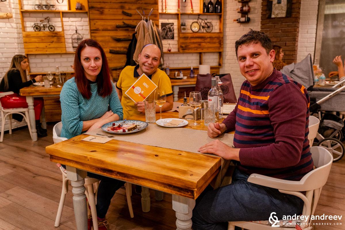Мими, Андрей и Деян в ресторант Attitude Food and Wine