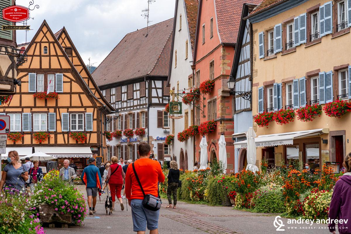 Beautiful Eguisheim and me (the orange sweater)