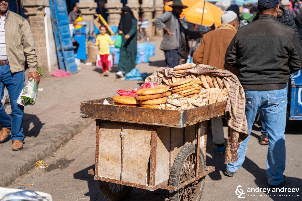 Хляб, гевреци и питки може да си купите от ей такива колички