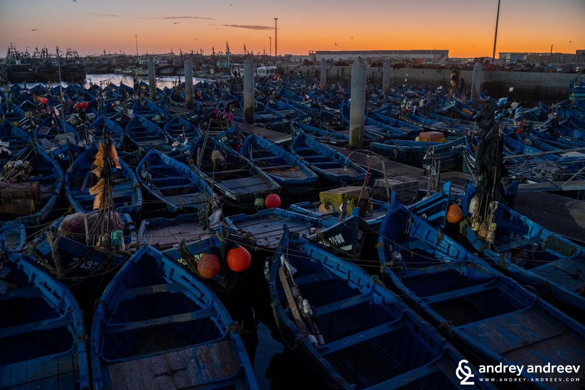 Сините лодки на Есауира вечер