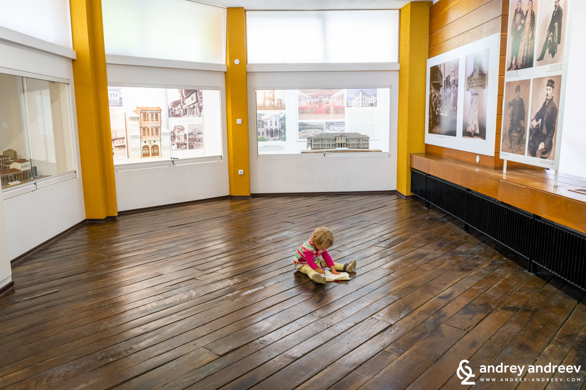 Ади в музея на Колю Фичето в Дряново